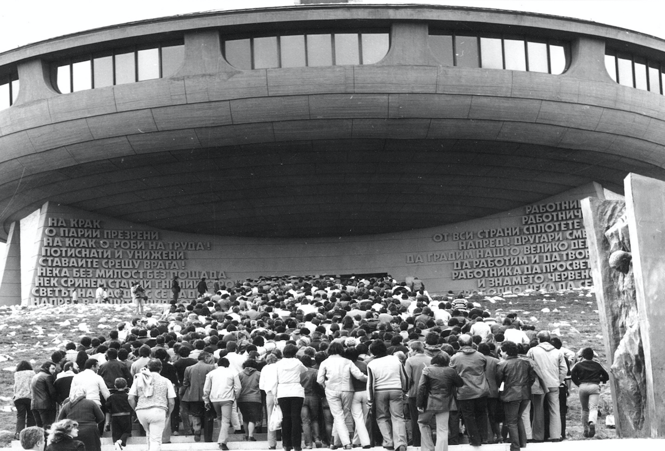Large crowds excited to visit the newly-built Buzludzha Memorial House.