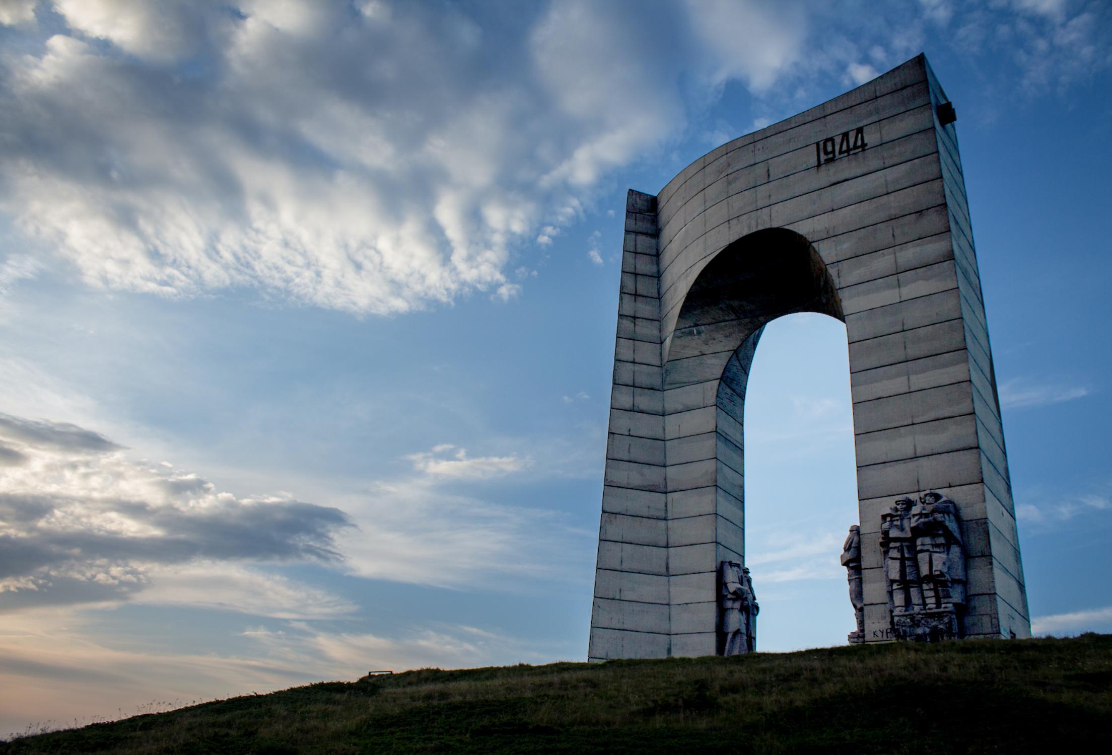 Arch of Liberty, Beklemeto Pass (1980).